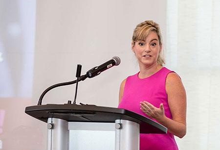 Leslie Hughes, Toronto LinkedIn Profile Writer, punchmedia.ca